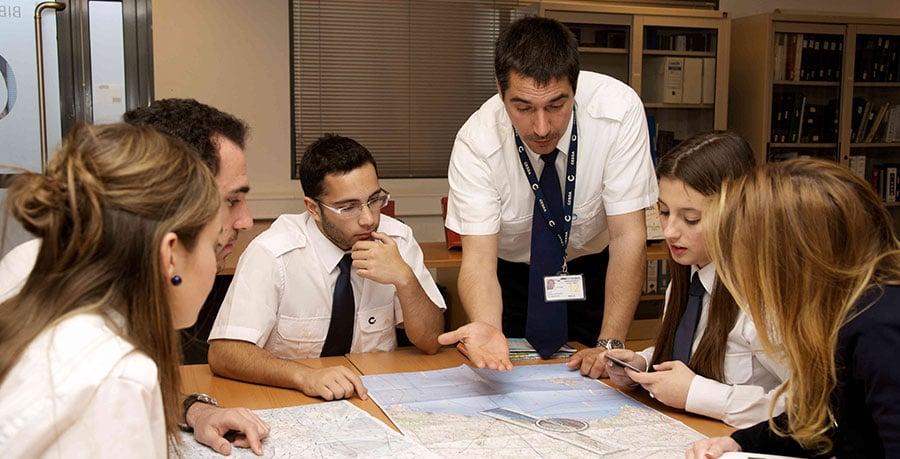 Cómo-es-el-camino-desde-inicio-hasta-el-final-del-grado-de-piloto-en-CESDA---conocer-a-tu-tutor