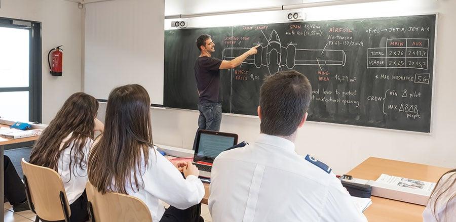 Cómo-es-el-camino-desde-inicio-hasta-el-final-del-grado-de-piloto-en-CESDA---primer-curso