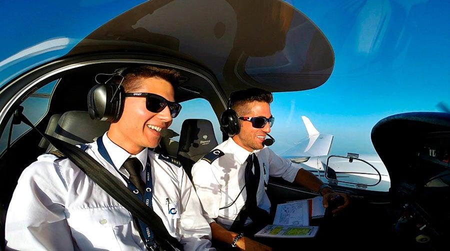 Cómo-es-el-camino-desde-inicio-hasta-el-final-del-grado-de-piloto-en-CESDA-primer-vuelo
