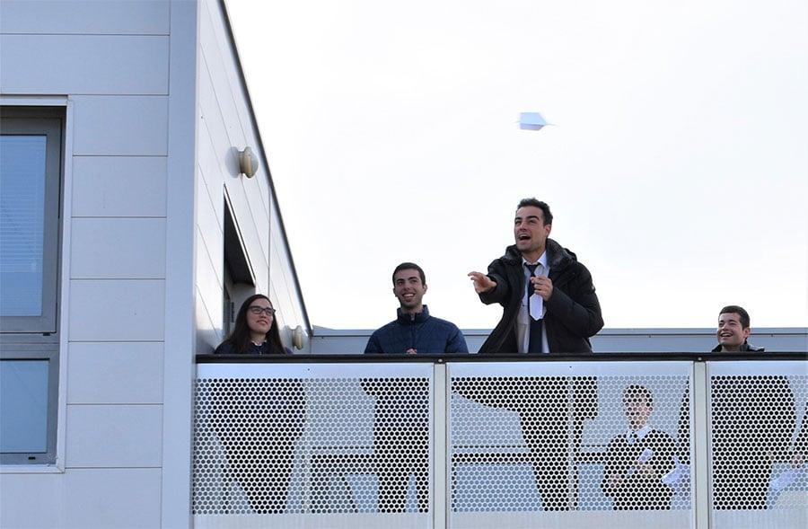 Competición de aviones de papel en el día CESDA 2019