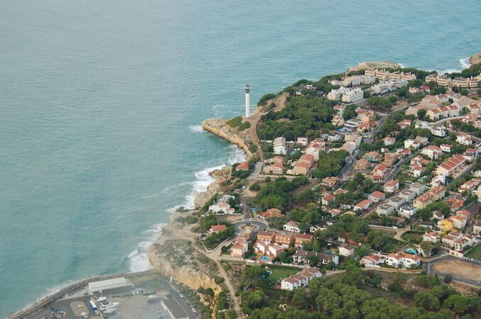 CESDA, escuela de pilotos (Reus). Costa brava. Mar. Aviación