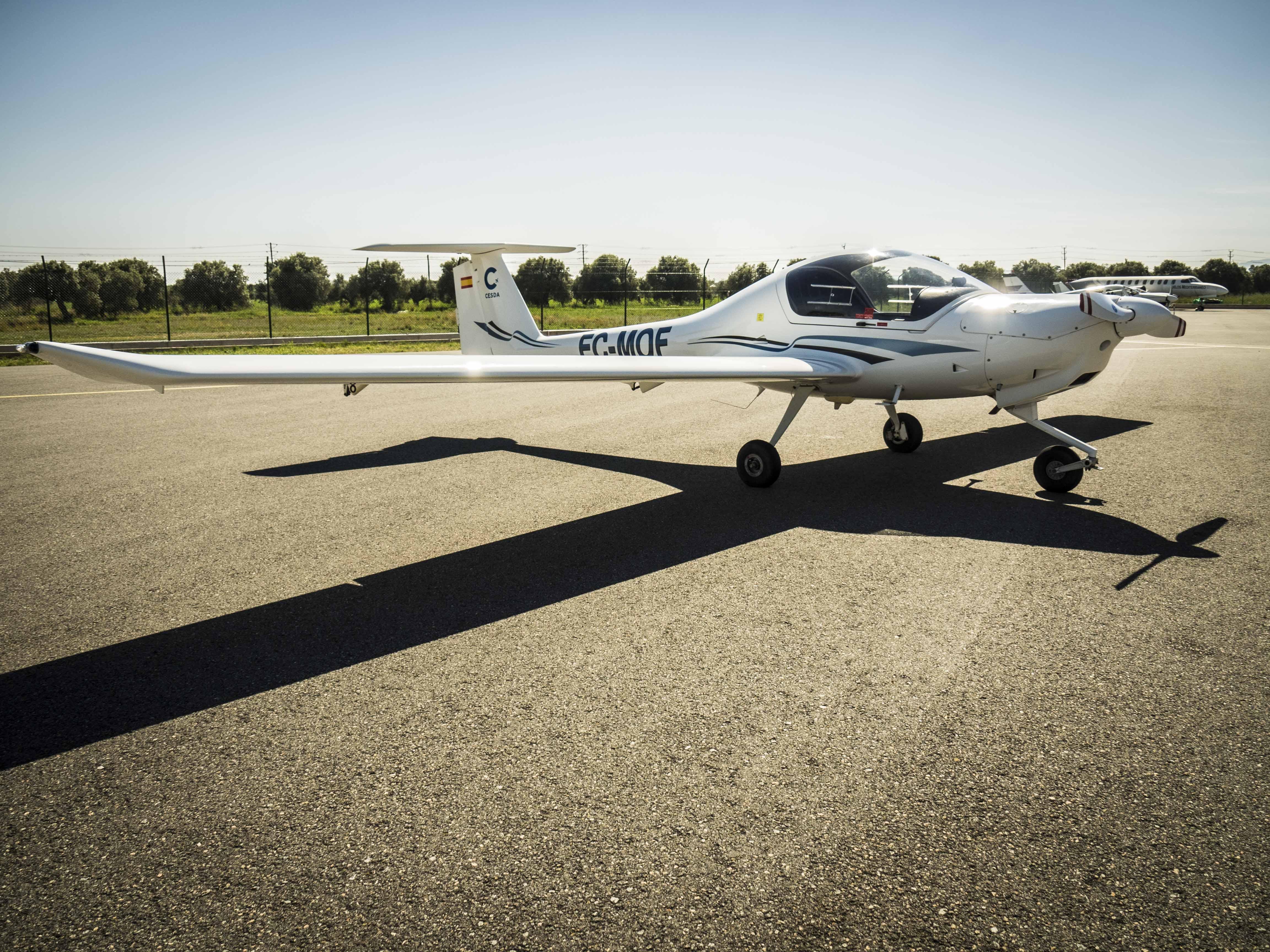 """""""CESDA, Piloto aviación comercial, Escuela de pilotos, DA20 Diamond"""""""