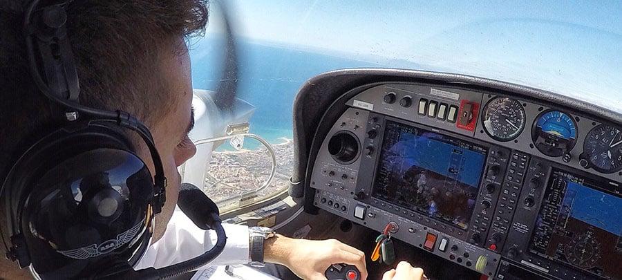 estudiante a piloto de avión en CESDA