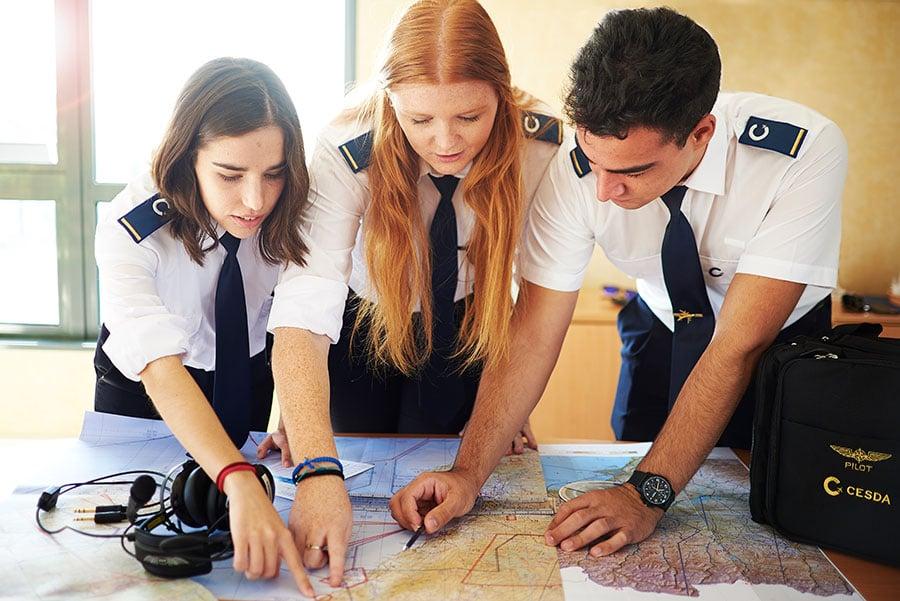 Fórmate, esfuérzate y haz equipo para ser piloto de avión con CESDA